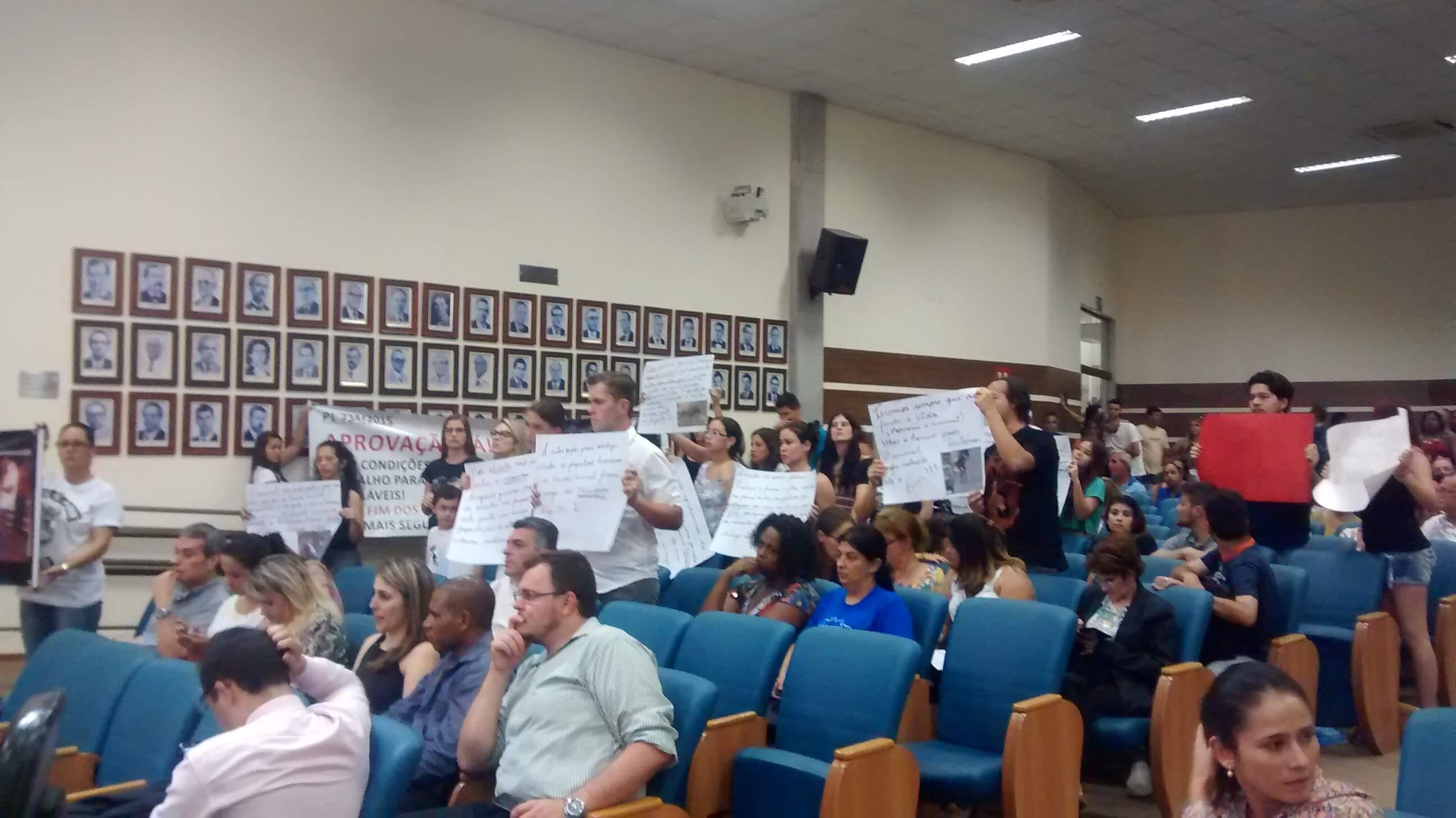 Protetores dos animais estiveram na Câmara para pressionar aprovação do projeto.