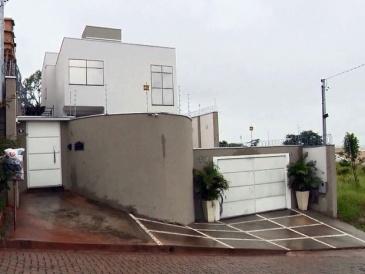 Casa de assessor da prefeitura foi assaltada em Pouso Alegre, MG (Foto: Reprodução EPTV)