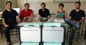 Os professores Mário e Paulo, Marcos (da Engenho), a coordenadora do curso  de EP, Profa. Dra. Sandra, e o professor Diogo . Foto: Divulgação FAI
