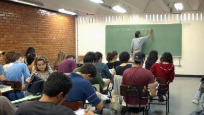 O estudo foi feito com dados de alunos escolares de 15 anos de 64 países. Foto: Agência Brasil