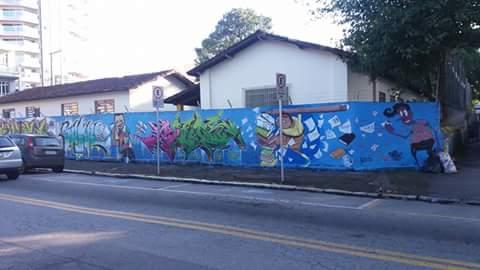 Muro da rua tiradentes que obedeceria as solicitações da Secretaria de Educação
