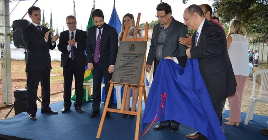 Prefeito lançou pedra fundamental do CREM em terreno particular. Foto: Ascom Prefeitura.