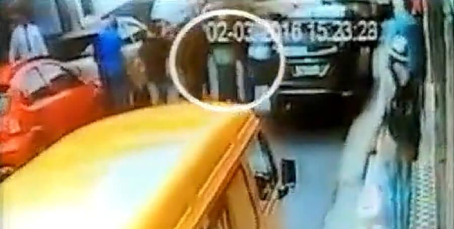 Câmeras de segurança gravaram o flagrante. Reprodução R7