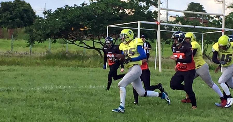 Jogador do Gladiadores fazendo um Touchdown. Foto: Divulgação