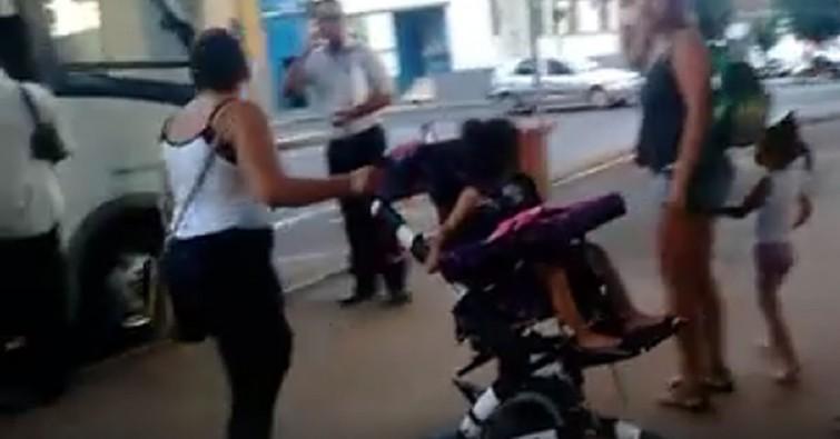 Após polícia ser acionada, Princesa do Sul mandou van para pegar mãe e filha. Imagem: Reprodução Facebook.