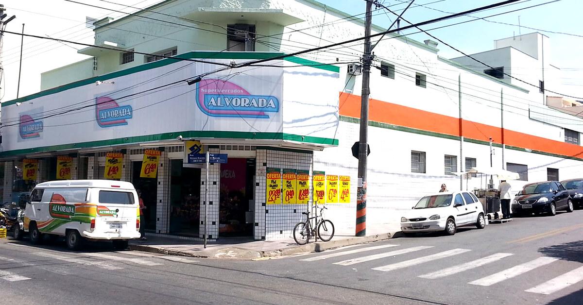 Supermercado Alvorada foi infracionado pela Vigilância Sanitária. (Foto: Reprodução Facebook)