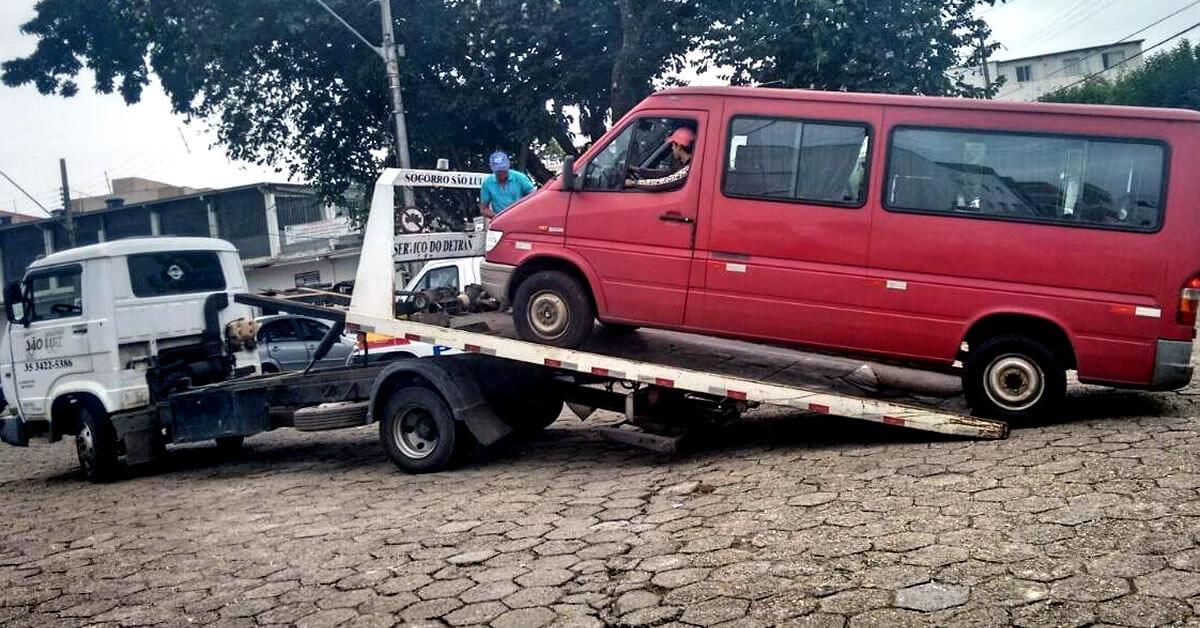 Mais uma van foi apreendida por transporte clandestino. Foto: Reprodução Facebook PousoAlegreNews