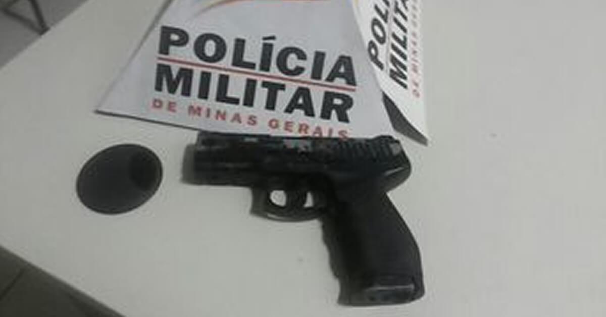 Arma portada pelo menor (Foto: PM)