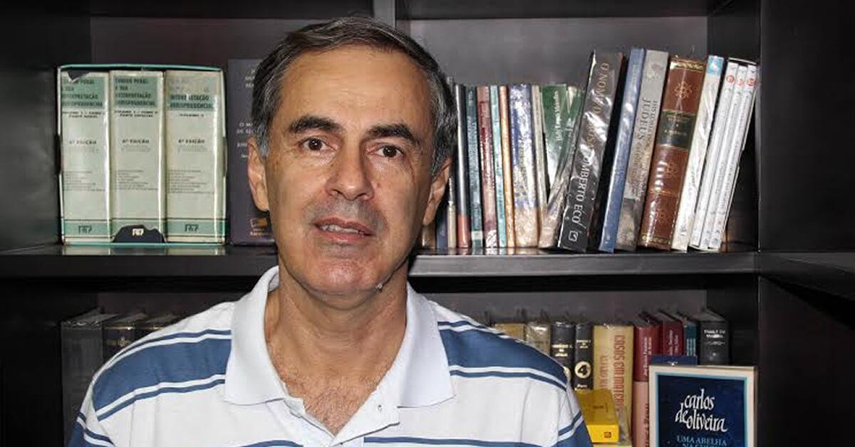 Carlos Roberto Loiola, venceu a quarta edição do Prêmio Literário Carlos de Oliveira (Foto:DR)