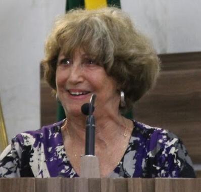 Presidente da Academia Pouso-Alegrense de Letras, Stela Saponara, utilizou a Tribuna (Foto:Câmara)
