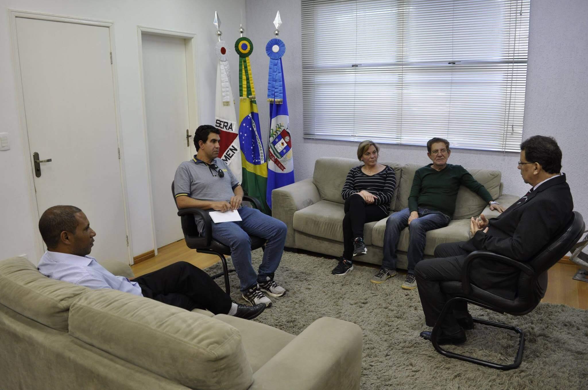 Perugini recebeu o presidente da Câmara, Maurício Tuttye os vereadores Dulcinéia Costa e Gilberto Barreiro (Foto: Prefeitura)