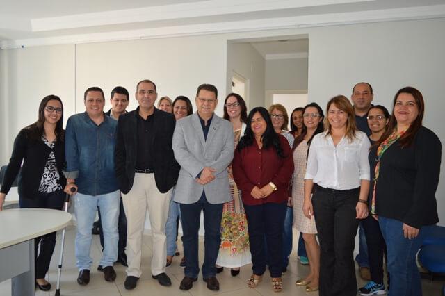 Prefeito Agnaldo Perugini em visita na Secretaria Municipal de Saúde quando apresentou o novo secretário (Foto: Prefeitura)