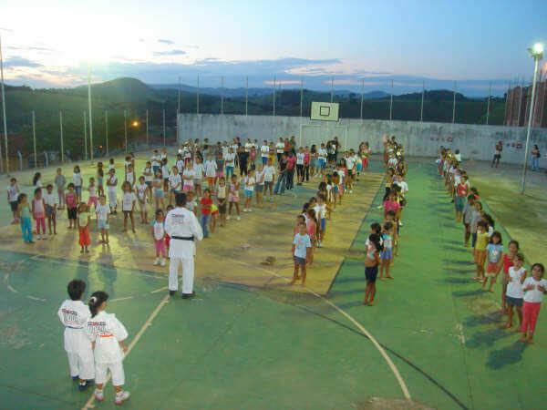 Um dos 7 Núcleos Esporte Solidário onde crianças tem aulas gratuitas (Foto: Arquivo)