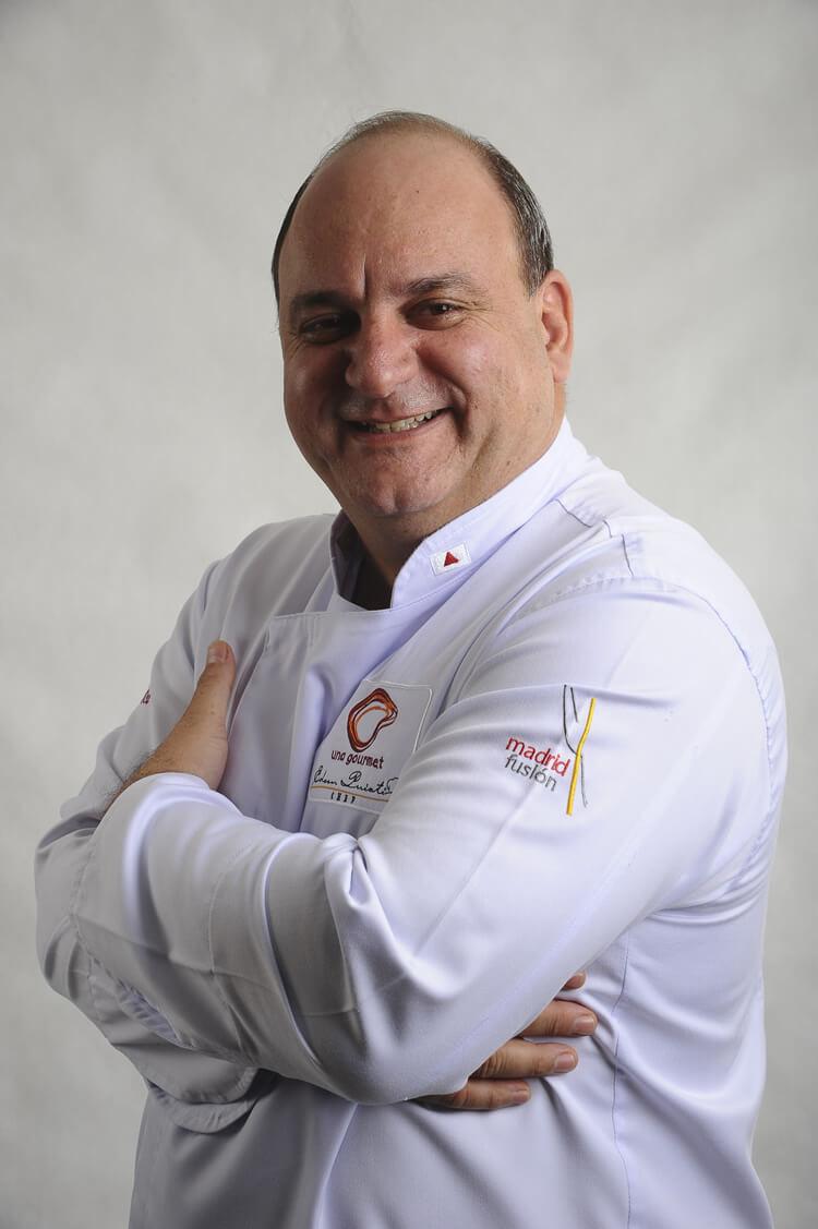 O chef Edson Puiat, de Belo Horizonte, faz sua estreia no Festival e prepara dois pratos: paella de Santana e costelinha suína com polenta branca