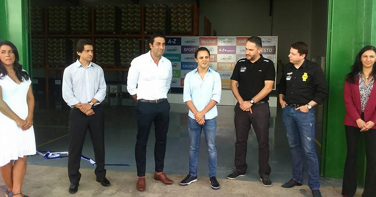 Felipe Massa e profissionais do grupo Cimed (Foto: Fernando Lima)
