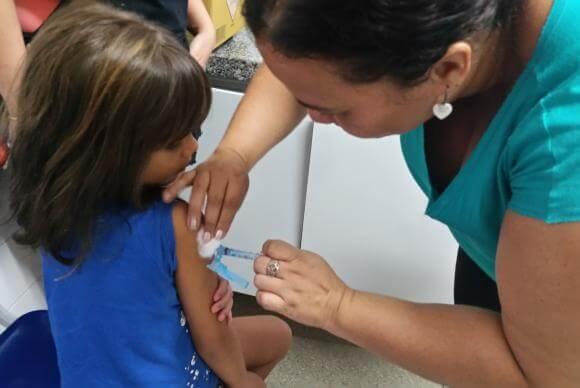 Campanha começa hoje para atualização da caderneta de vacinação (Foto: Sumaia Villela/Agência Brasil)