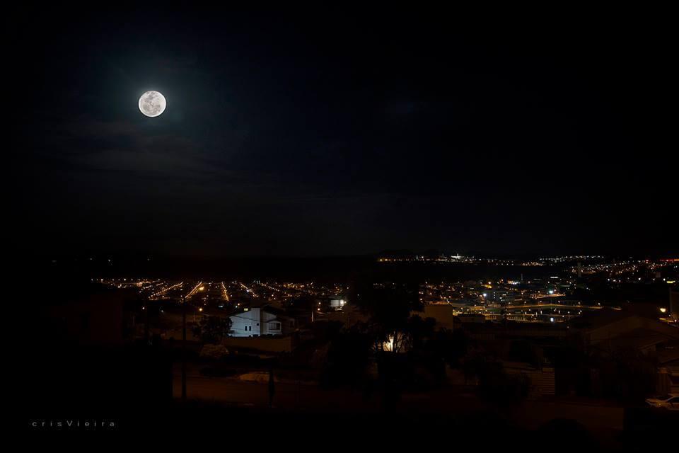 Superlua vista de Pouso Alegre (Foto: Cris Vieira)