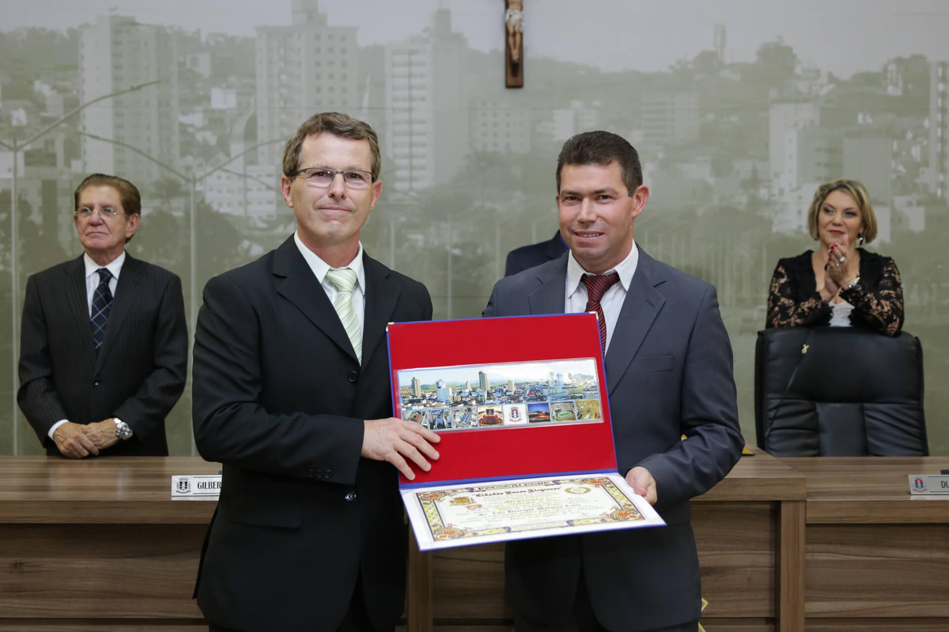 Luiz Henrique Marques Cano foi homenageado pelo vereador Adriano da Farmácia