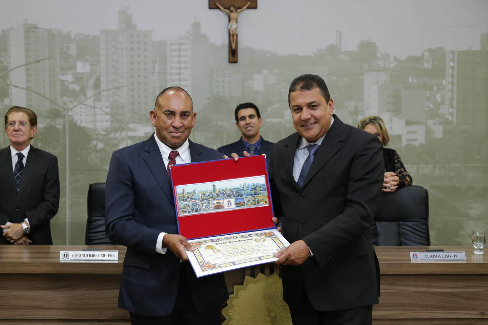 Enio Mendes da Silva foi homenageado pelo vereador Ney Borracheiro
