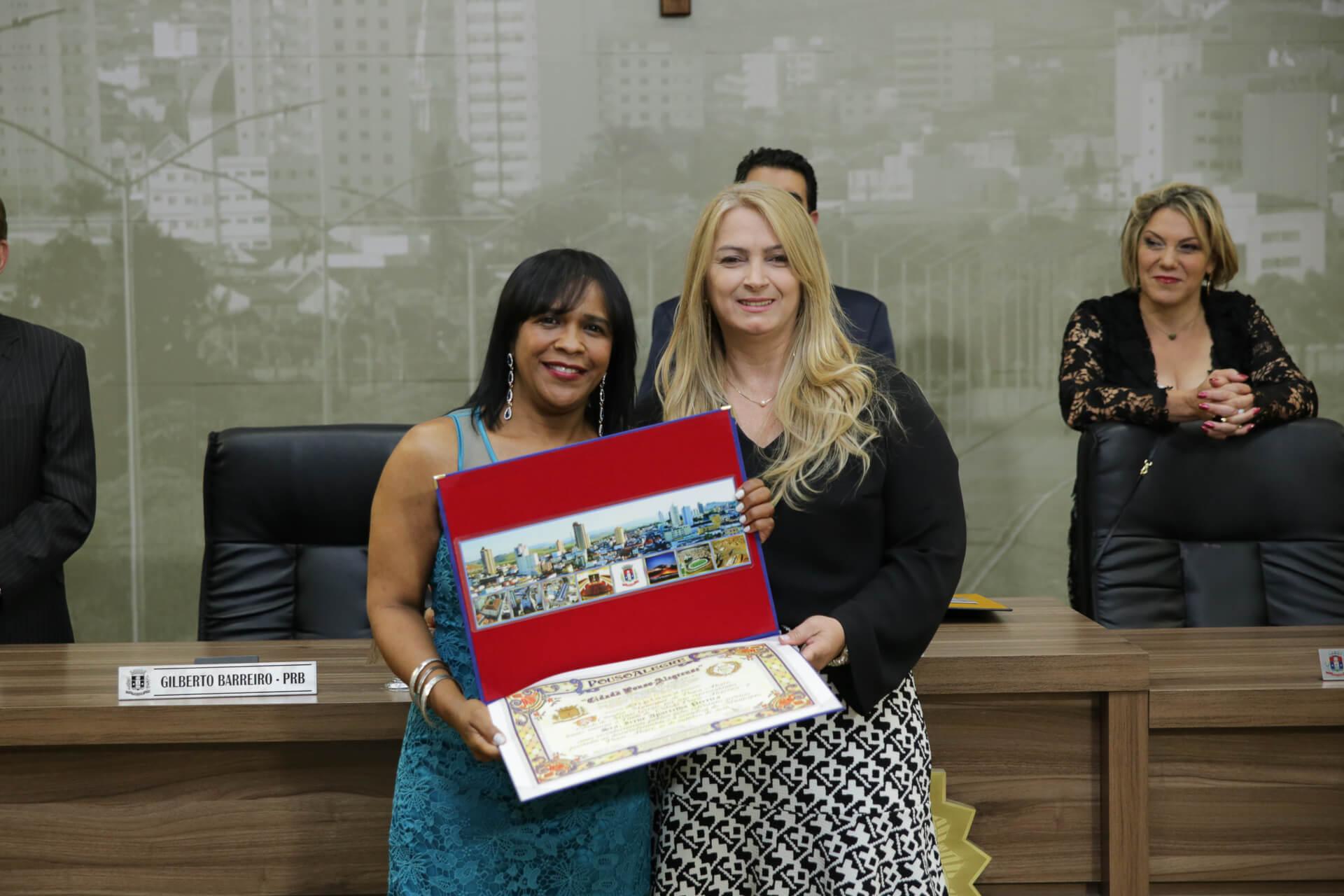Irene aparecida Pereira foi homenageada pelo vereador Mario de Pinho, que foi representado na cerimônia por Nilza Barreira