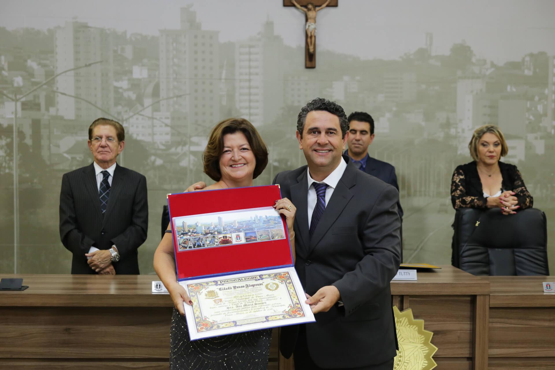 Ana Maria Simões foi homenageada pelo vereador Dr. Paulo Valdir