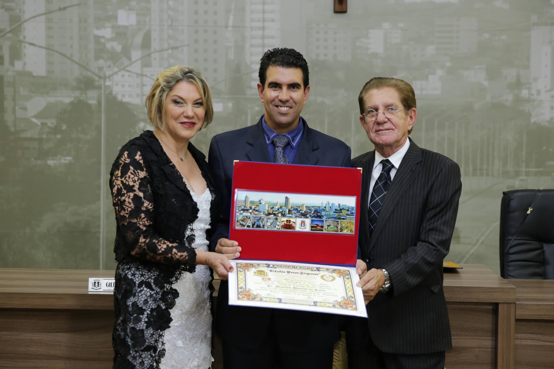 O vereador Maurício Donizeti de Sales foi homenageado pela Mesa Diretora