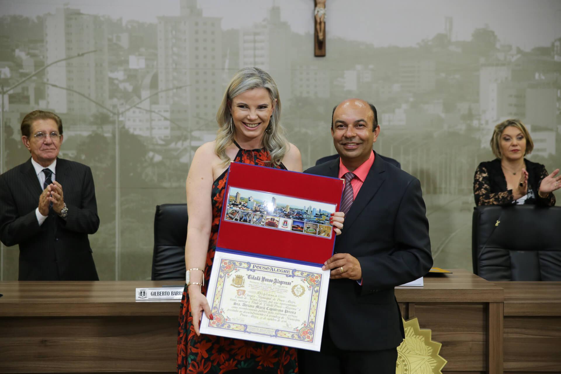 Adriana Maria Capistrano Pereira foi homenageada pelo vereador Wilson Tadeu Lopes