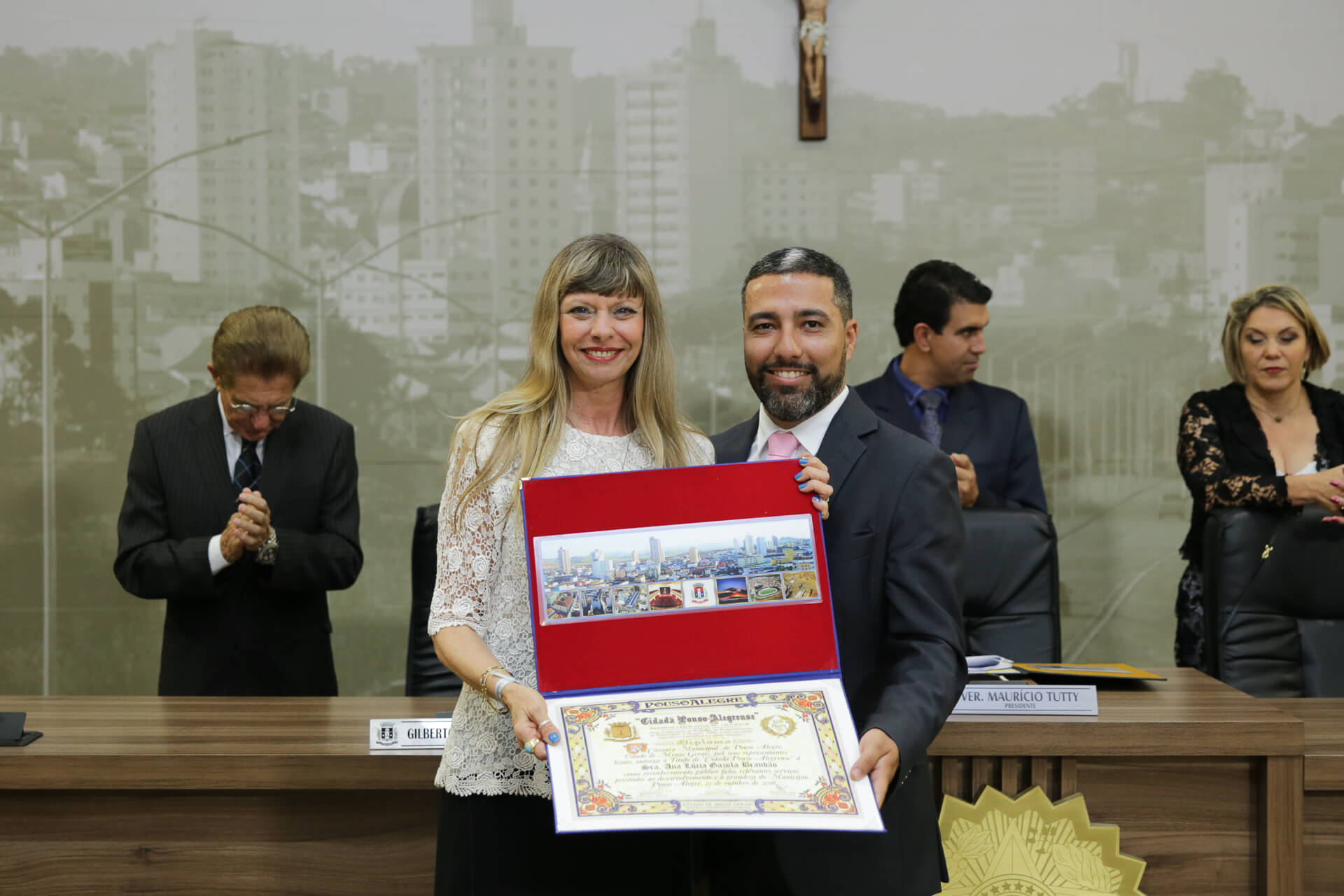 Ana Lúcia Gazola Brandão foi homenageada pelo vereador Rafael Huhn