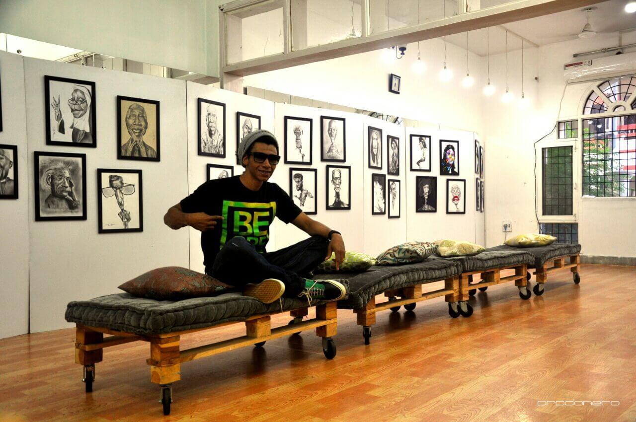 Prado Neto em sua exposição na Índia (Foto: Arquivo Pessoal)