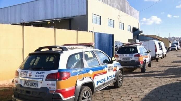 Homens rendem funcionários e roubam distribuidora de medicamentos em Pouso Alegre (Foto: Reprodução EPTV / Edson de Oliveira)