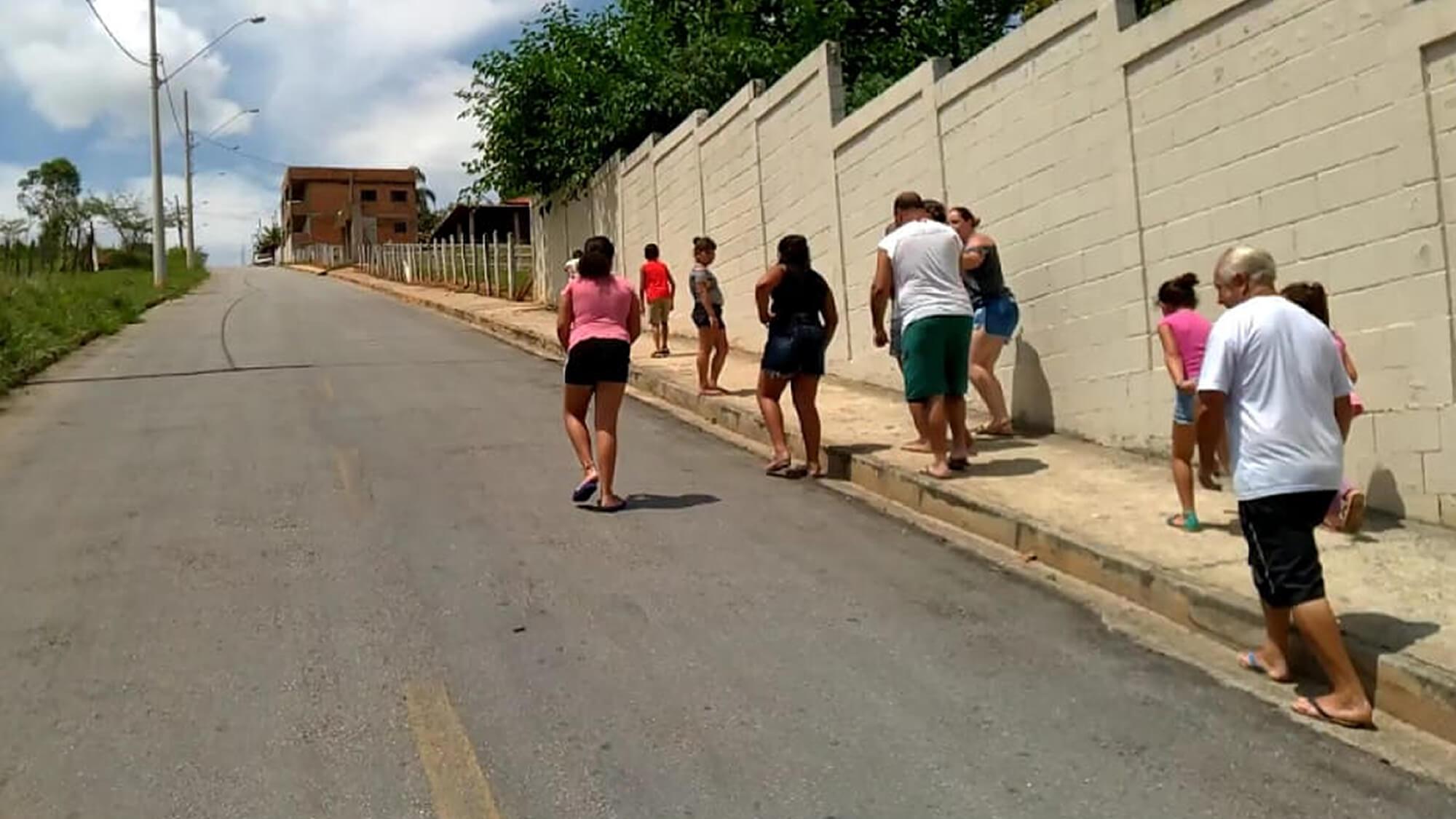 Moradores de condomínio sofrem para pegar ônibus em Pouso Alegre - PousoAlegre.net